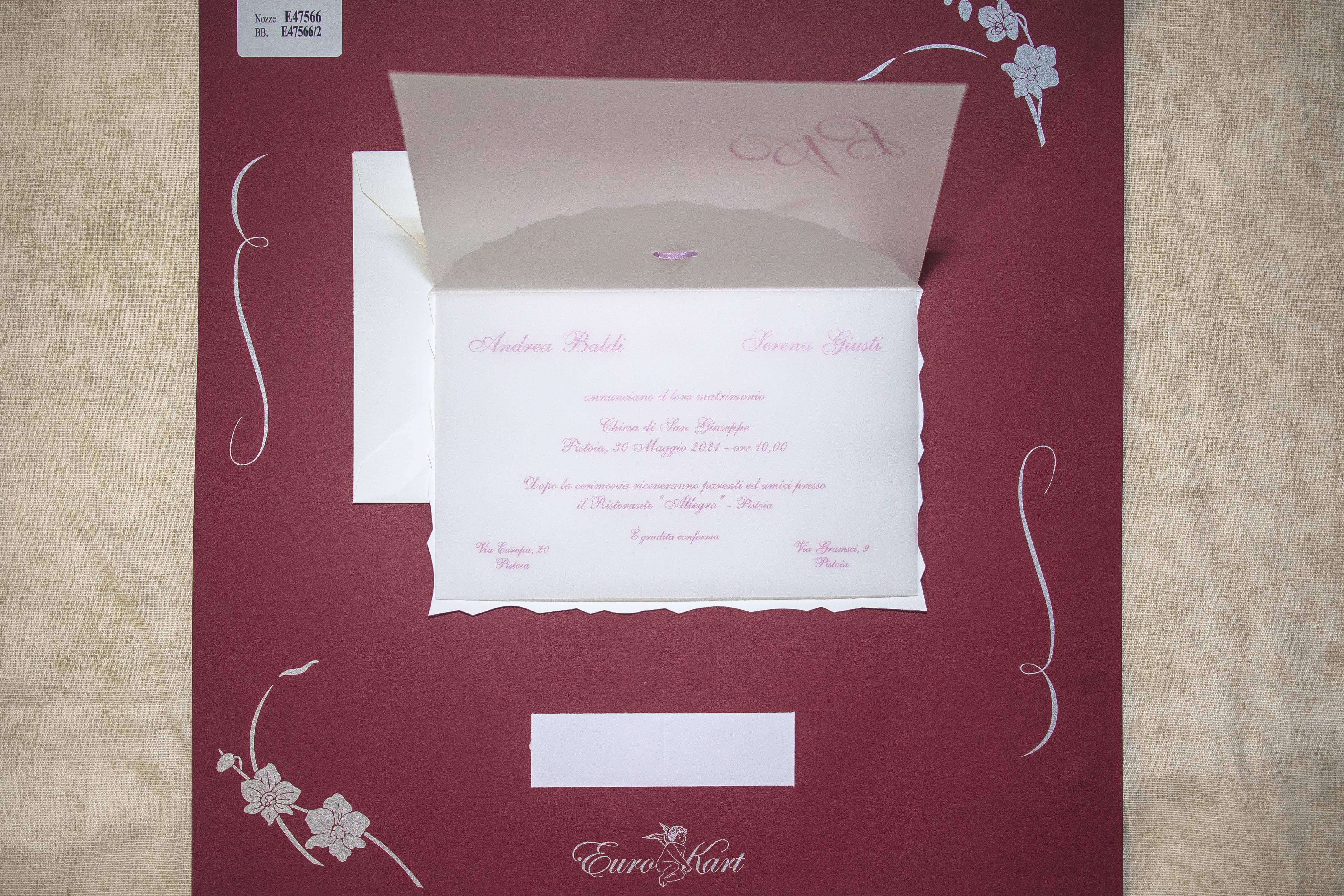 Partecipazioni Matrimonio Glicine.Partecipazione Di Matrimonio Con Un Nastrino Color Lilla Glicine