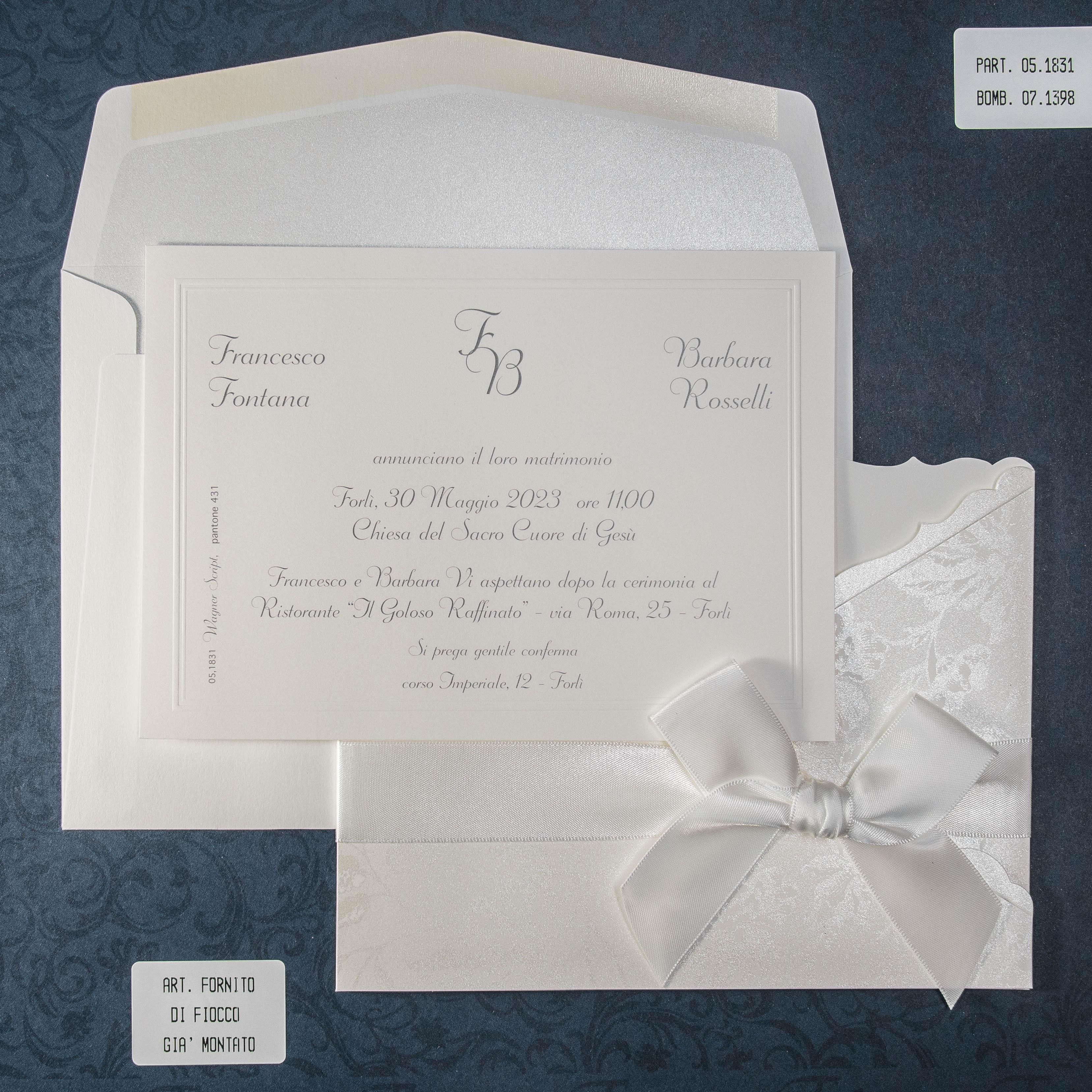 331d99bda636 Partecipazione matrimonio elegante floreale con fodera e nastrino ...