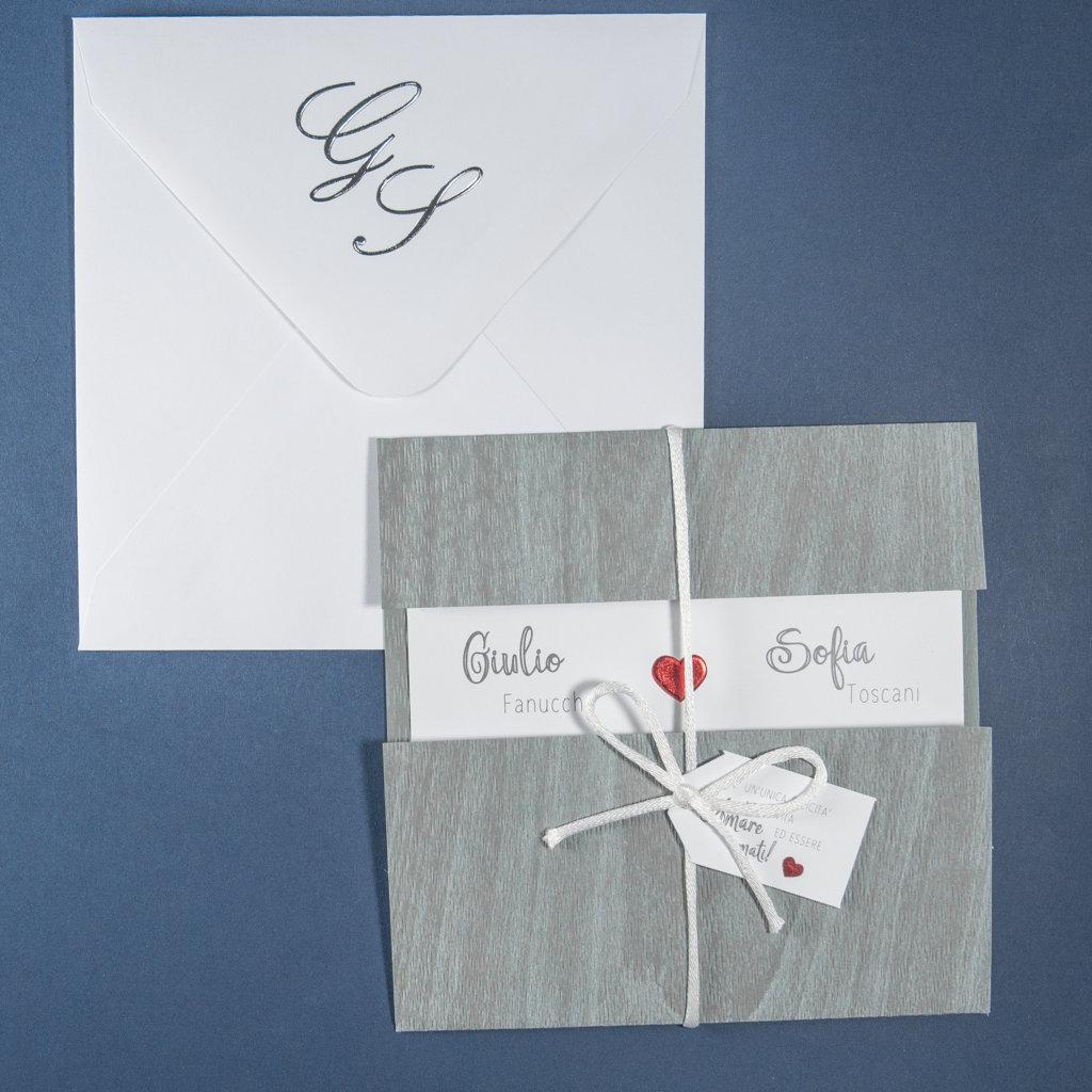 ee65dd934151 Partecipazione matrimonio quadrata in carta grigia effetto legno ...